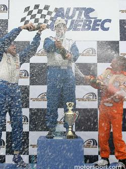 Podium GTO : champagne pour Marc-Antoine Camiret, Normet Guindon et Réjean Vincent