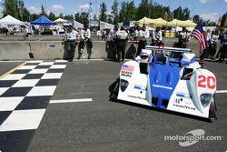 La voiture de pole, la Lola EX257 AER n°20 du Dyson Racing (Chris Dyson, Andy Wallace)