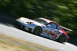 #45 Flying Lizard Motorsports Porsche 911 GT3 RSR: Johannes van Overbeek, Darren Law