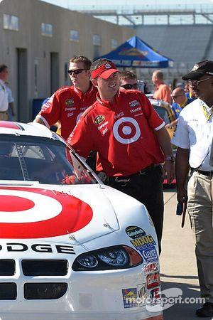 Le Team Target attend l'inspection technique