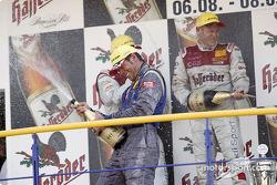 Podium : champagne pour Tom Kristensen, Martin Tomczyk et Manuel Reuter