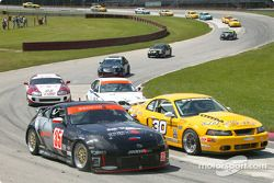 La Nissan 350Z n°35 du Schuitemaker Motorsports (Michiel Schuitemaker, B.J. Zacharias) et la Mustang Cobra n°30 du Shreiner Racing (John Shreiner, Jeff Lapcevich)