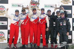 Le podium GS : les vainqueurs Blake Rosser et Kelly Collins, avec Larry Rehagen, Ken MacAlpine, Dean Martin, et Mike Cronin, Stu Hayner, Boris Said