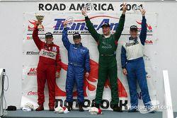 Podium : le vainqueur Tommy Kendall avec Randy Ruhlman, Jorge Diaz Jr. et le vainqueur en GT1 Paul F
