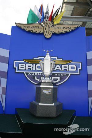Le trophée du Brickyard 400