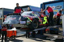 L'équipe de Terry Labonte vide le camion