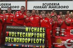 Michael Schumacher celebra su 7 º Campeonato del mundo