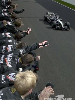 Kimi Raikkonen fête sa victoire