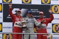 Podyum: Yarış galibi Kimi Raikkonen ve Michael Schumacher ve Rubens Barrichello