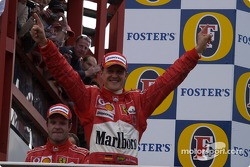 Podio: Michael Schumacher y Rubens Barrichello