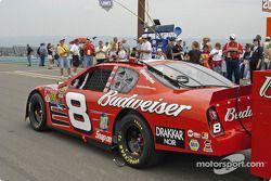 El auto de Dale Earnhardt Jr. en la parrilla