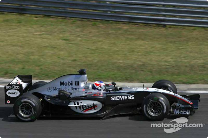 Быстрейшим по итогам всей пятницы несколько неожиданно стал Райкконен. В тройку вошли Баттон и Шумахер, в секунду – десять гонщиков