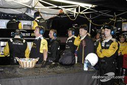 #10 SunTrust crew watches the lead vanish