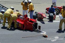 La Ferrari de 1999 de Michael Schumacher, pilotée par Frederico Kroymans, après