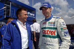Markko Martin parle avec le directeur du Ford Team RS Jost Capito