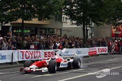 Olivier Panis pilote la TF103