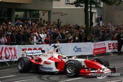 Ricardo Zonta pilote la TF104
