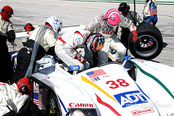 Pitstop for #38 Champion Racing Audi R8: JJ Lehto, Marco Werner