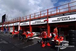Ferrari garajı area