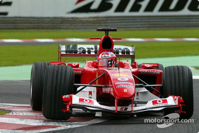 На четвертое место к тому времени поднялся подзабытый было Баррикелло. Авария на старте отбросила Рубенса назад, но хорошая скорость Ferrari и многочисленные проблемы у соперников позволили ему вернуться в спор за хорошие позиции