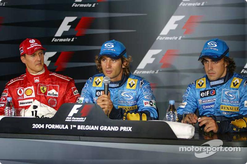 Отличное фото с пресс-конференции, где видно эмоции Михаэля – да и ставшего третьим Алонсо тоже