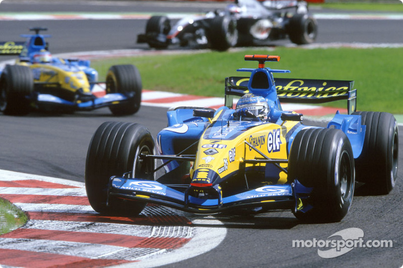 Финн быстро настиг две желто-голубые машины. В этот момент никто и не вспоминал, что стартовал он только 11-м