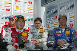 Timo Scheider, Christian Abt, Gary Paffett et Manuel Reuter regardent les qualifications