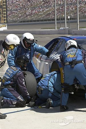 Pitstop for Matt Kenseth: it's not only the drivers who do double duty on the weekends