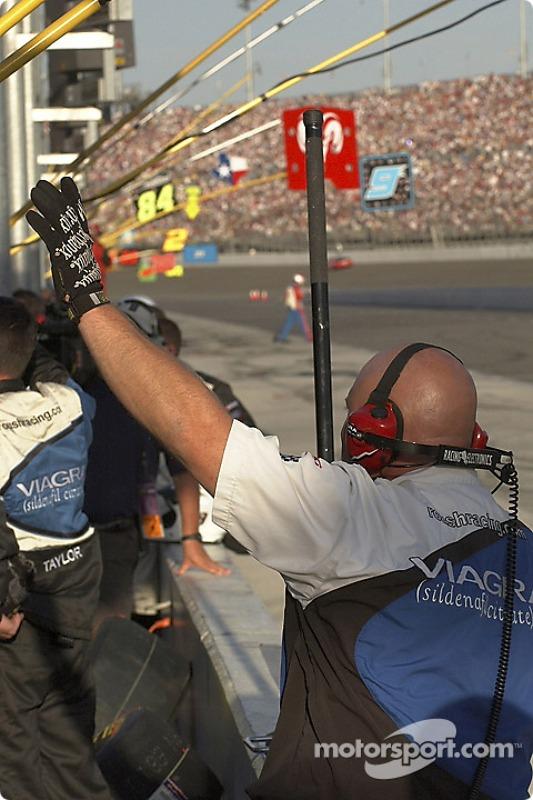 L'équipe de Mark Martin préparent le prochain arrêt de la Ford n°6 Viagra