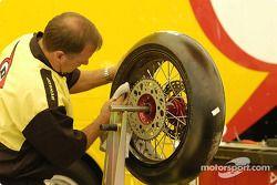 Dunlop tire tech