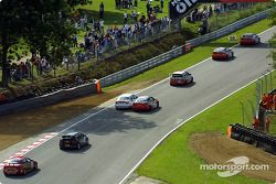 Les voitures sortent de Graham Hill Bend