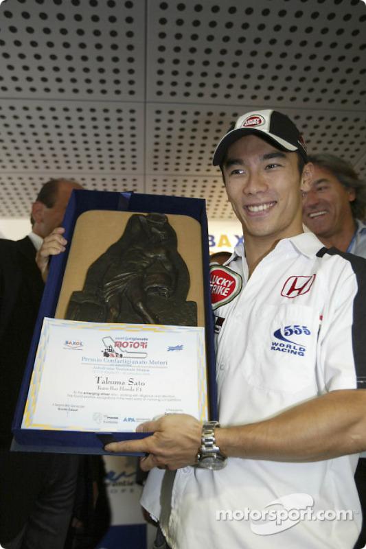 Takuma Sato reçoit le  Confartigianato Motori Prize Award