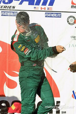 Podium : champagne pour Tommy Kendall