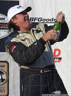 Podium : le vainqueur de classe GT1 Ross Murray