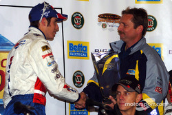 Rick Kelly reçoit le trophée de la pole position