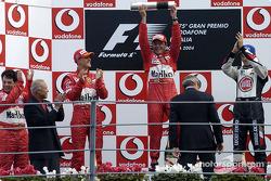 Podium : le vainqueur Rubens Barrichello avec Michael Schumacher et Jenson Button