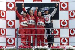 Podium : le vainqueur Rubens Barrichello avec Michael Schumacher, Jenson Button et Gabriele Delli Colli