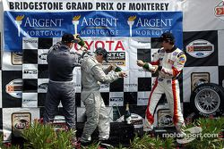 Podium : champagne pour Jon Fogarty, Ronnie Bremer et Andrew Ranger