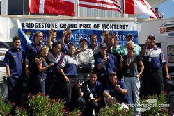 Jon Fogarty fête sa victoire et son titre d'Atlantic Series 2004 avec son équipe