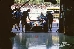 Jarno Trulli poussé vers le garage
