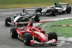 Michael Schumacher devant David Coulthard