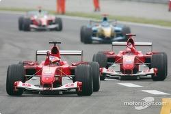 Le vainqueur Rubens Barrichello fête sa victoire