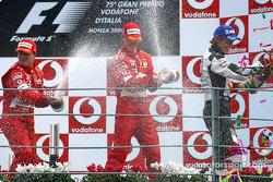 Podium : champagne pour Rubens Barrichello, Michael Schumacher et Jenson Button