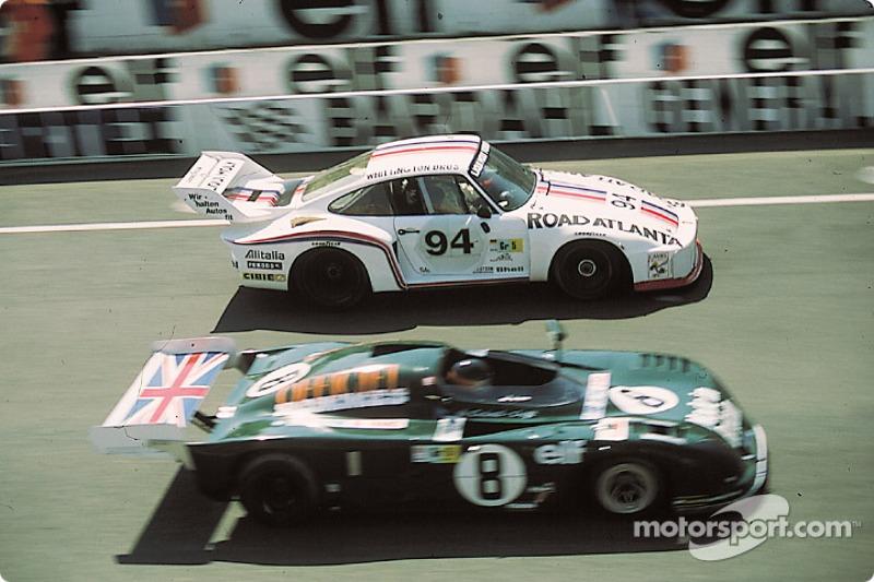 1978 год. Экипаж Дона Уиттингтона, Билла Уиттингтона и Франца Конрада, Porsche 935/77 (№94); экипаж Криса Крафта и Алана де Кадене, De Cadenet-Lola LM (№8)