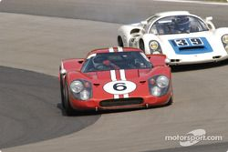 Ford GT40 Mk IV 1967 leads a Porsche 910 1968