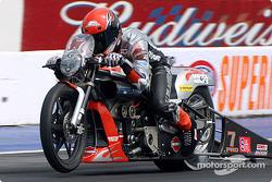 Andrew Hines a continué de dominer la catégorie Pro Stock Bike avec un temps de 7,07