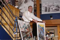 Bill Arlow prend les oiseaux à la vente aux enchères