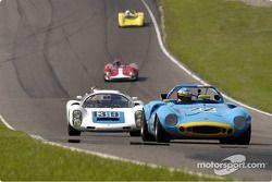 68 Ginetta de Larry Neviaser et Porsche 910 de Howard Cherry
