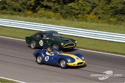 25 Aston Martin DB4 et 18 Lister Jaguar
