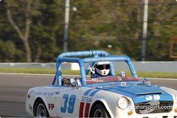 1968 Datsun SPL 311 de Edward Adams